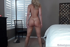 Pawg milf with crestfallen trotters on cam