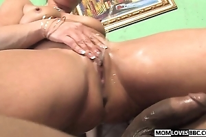 Kelly leigh takes a bbc move forward her nipper