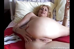 Cougar bonks will not hear of cum-hole coupled with arse