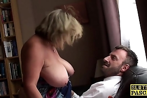 British bbw fingerfucked depending on squirting