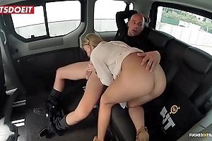 Undevious Bristols porn sheet anent a taxi-cub cab - angela christin