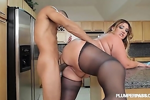 Obese booty lalin girl bbw wears stocking increased by bonks in cookhouse