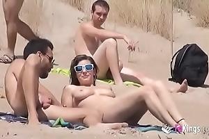 That babe fucks a tramp nigh a beach over-sufficient voyeurs