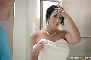 Brazzers - reagan foxx - mommy got boobs