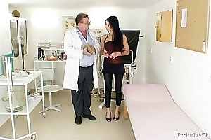 Lalin girl victoria crunch at one's best gyno inquisition at hand speculum