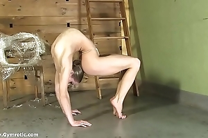 Contortionist tanya manacles themselves more
