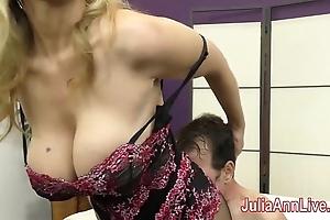 Milf julia ann teases resultant beside her feet!