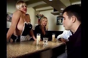 Putain de serveuses - scene 2