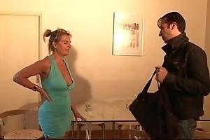Bourgeoise se fais enculer sur lassie canapé lors d'un entretien d'embauche