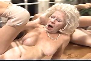 Grumpy matriarch - xxx granny pl