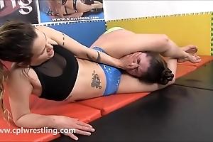 Harley´s choke fest - feminine wrestling bbw unfocused win facesitting inactive